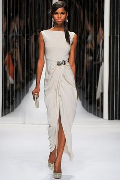 Jenny Packham Spring Summer 2013 Ready To Wear Collection – Haute Couture Evening Gowns Look Fashion, Runway Fashion, High Fashion, Fashion Show, Womens Fashion, Beautiful Gowns, Beautiful Outfits, Moda Lolita, Looks Chic