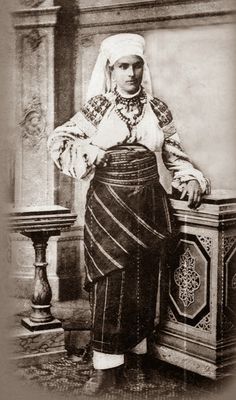 FolkCostume&Embroidery: Costume and Embroidery of Bukovyna, Ukraine, part 1 morshchanka Old Photos, Vintage Photos, Folk Costume, Costumes, Ukrainian Dress, Ethnic Outfits, Married Woman, Soviet Union, Traditional Dresses