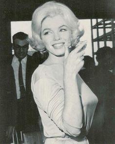 Net Image: marilyn monroe: Photo ID: . Picture of Marilyn Monroe - Latest Marilyn Monroe Photo. Marylin Monroe, Marilyn Monroe Fotos, Howard Hughes, Maria Callas, Jackie Kennedy, Brigitte Bardot, Marlene Dietrich, Photos Rares, Mazzy Star