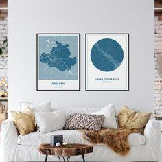 Ihr liebt eure Heimatstadt und wollt auch einen ganz besonderen Moment verwirklichen? Bei uns gibts Sternenkarten passend zur persönlichen Stadtkarte. Dresden, Moment, Minimalist, Inspiration, Table, Furniture, Home Decor, Map Of The Stars, Artworks