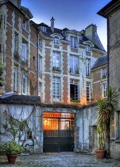 Cours intérieure d'un immeuble à Paris