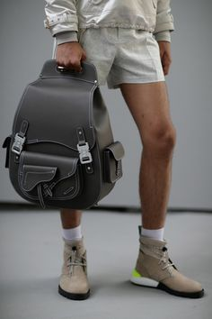 Kim Jones Readied Dior Men's for the Future at Paris Fashion Week Dior Homme backpack Grunge Outfits, Male Fashion Trends, Mens Fashion, Couture Christian Dior, Handbag Accessories, Fashion Accessories, Fashion Bags, Paris Fashion, Dior Fashion