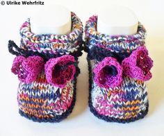Babyschuhe Glockenblume handarbeit von strickliene von strickliene auf DaWanda.com