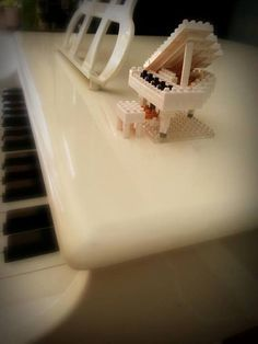 """""""아빠가 만들어 주신 귀여운 피아노~♬ my dad made a teensy weensy piano for me!!:D thank u soooooo much daddy♥"""""""