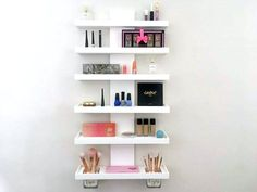 41 Ideas Diy Makeup Palette Holder Brushes For 2019 Wall Mounted Makeup Organizer, Makeup Storage Wall, Makeup Shelves, Wall Mounted Shelves, Makeup Organization, Palette Organizer, Small Apartment Furniture, Cosmetic Display, Decorating Rooms