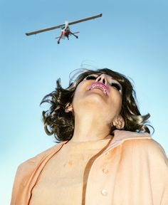 Los Angeles-based photographer and filmmaker Alex Prager stages cinematic scenes that harken back to Hollywood. Cinematic Photography, Street Photography, Art Photography, Fashion Photography, Inspiring Photography, Vintage Photography, Gregory Crewdson, Cindy Sherman, William Eggleston