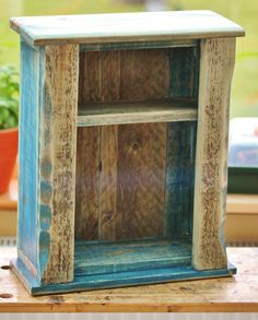 Pallet: Small Shelf #PalletShelf, #RecycledPallet - Pallet Furniture (DIY) Dunway Enterprises. For more info (add http:// to the following link) dunway.info/pallets/index.html