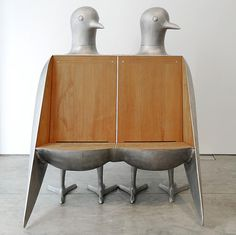 Double Tourterelle settee, 1998 (aluminum and wood) by Francois-Xavier Lalanne. / Detail-Online