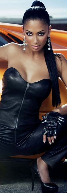 Nicole Scherzinger With Wicked Spiked Black Leather Fingerless Driving Gloves! Nicole Scherzinger, Black Is Beautiful, Gorgeous Women, Beautiful People, Sexy Latex, Sensual, Sexy Women, Glamour, Actresses