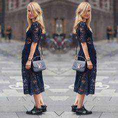 Renda Midi #stealthelook #look #looks #streetstyle #streetchic #moda #fashion #style #estilo #vestido #tenis #Bolsa