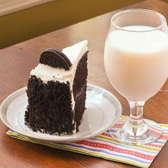 Cookies and Creme Oreo Cake: interesting frosting!