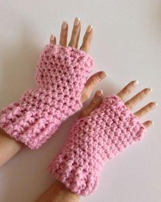 Free Crochet Pattern: Fingerless Gloves / Texting Mitts