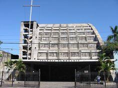 Esta es la Iglesia El Rosario ubicada en el centro de San Salvador.