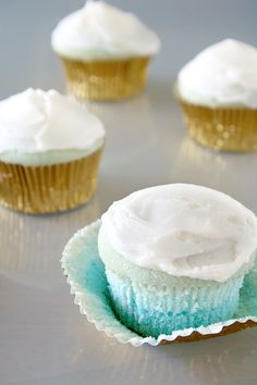 blue ombre vanilla cupcakes -- good way to try baking ombre before making a full layer cake! | Somewhere Splendid