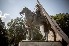 As the first anniversary of the Charlottesville protest nears, cities like Memphis are wrestling with what to do with the controversial statues once they've been taken down. Confederate Monuments, Confederate States Of America, Benson & Hedges, Southern Heritage, Southern Style, Go After, American Veterans, First Anniversary, Public Art