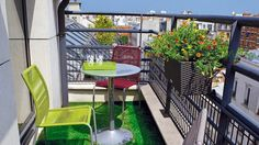 Amazingly-Pretty-Decorating-Ideas-for-Tiny-Balcony-Spaces_05