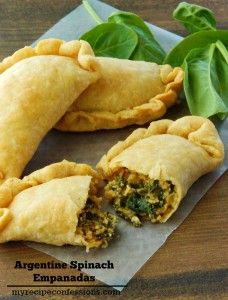 Argentine-Spinach-Empanadas this is an amazing recipe! They are a tasty twist on the traditional beef empanadas. Serve for dinner, lunch or as an appetizer and put a huge smile on your families face! Mexican Food Recipes, My Recipes, Vegetarian Recipes, Cooking Recipes, Favorite Recipes, Dinner Recipes, Vegetarian Dish, Ethnic Recipes, Vegetarian Empanadas Recipe