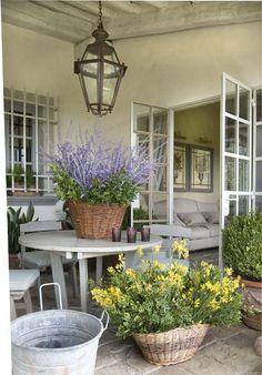 L'outdoor fiorito perfetto per la casa rustica. #Dalani #Flower #Home