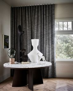 Set the scene for statement pieces to steal the show. Designed by Gioi Tran and Vernon Applegate of Applegate Tran Interiors for the San Francisco Decorator Showcase // Photo by Douglas Friedman Drapery, Curtains, Custom Drapes, Vernon, Window Treatments, Backdrops, San Francisco, Scene, Interiors