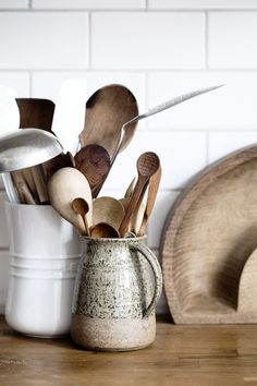 Smart Ways to Store Your Kitchen Tools Piece Stainless Steel Kitchen Utensils & Gadget Set with Utensil Hanging. Piece Stainless Steel Kitchen Utensils & Gadget Set with Utensil Hanging. Boho Kitchen, Rustic Kitchen, Country Kitchen, New Kitchen, Kitchen Decor, Kitchen Helper, Wooden Kitchen, Kitchen Styling, My New Roots