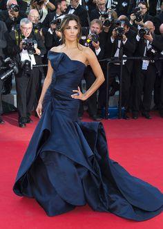 Eva Longoria portait une robe Atelier Versace - J5