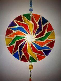 Fabricadas a mano,coloreadas con pintura de vidrio y decoradas con mostacillas. VALOR $2.000