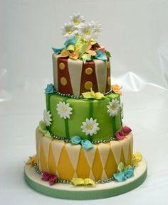 Torta de 15 muy colorida by Susana Stella. Publicada en Revista Tweens 15 años