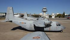 """C212 """"Aviocar"""" El incombustible transporte del Ejército del Aire Spanish Air Force, Top Gun, Fighter Jets, Pilot, Aviation, Aircraft, Military, Airplanes, Army"""