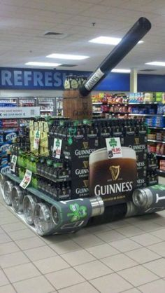 The Guinness tank 13 Brilliantly Clever Point Of Sale Displays Guinness, Point Of Sale, Point Of Purchase, Funny Images, Funny Pictures, Funny Gifs, Pos Display, Pallet Display, All Beer