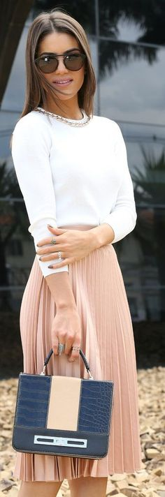 #Modest doesn't mean frumpy. #DressingWithDignity www.ColleenHammond.com Zara, Blush Pleated Skirt by Super Vaidosa.