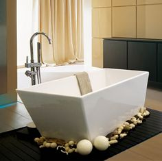 Chic bathroom with Alcove's modern bathtub / Cosmos Collection Bathtub Alcove, Bathtub Shower, Freestanding Bathtub, Corner Tub, Modern Bathtub, Whirlpool Bathtub, Color Harmony, Chic Bathrooms, Plumbing