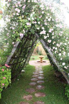 Un véritable coin de paradis... Jardin bio-aromatique Vallée de lOurika Maroc #GardenPath