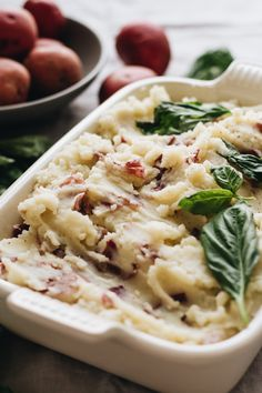 Creamy Garlic Mashed Red Potatoes that are easy to make and perfect for Thanksgiving! Healthy, vegan, vegetarian, and gluten free. Healthy Thanksgiving Recipes, Vegetarian Thanksgiving, Best Vegetarian Recipes, Delicious Vegan Recipes, Healthy Recipes, Vegan Vegetarian, Vegan Meals, Vegan Food, Holiday Recipes