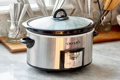 We combed through our archives to dig up the best slow cooker hacks and the one that's not as great as we wanted it to be. Best Slow Cooker, Slow Cooker Recipes, Crockpot Recipes, Keep Food Warm, Christmas Cooking, Thanksgiving Recipes, Thanksgiving 2017, Vintage Thanksgiving, Cooking Tips
