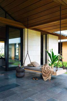 Cozy Backyard Patio Deck Design Decoration Ideas ⋆ Home & Garden Design Cozy Backyard, Backyard Seating, Outdoor Seating, Backyard Landscaping, Landscaping Ideas, Patio Ideas, Backyard Ideas, Porch Ideas, Outdoor Spaces