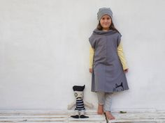 Girls sleeveless dress in grey with a wide turtle neck  With an original cat print     cute little girls dress, for all seasons  The dress is handmade