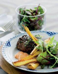 Krydrede hakkebøffer med pastinakfritter og paprikadip  pinterest: simonewanscher