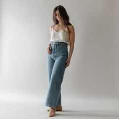 Women Jeans Outfit Black Denim Dress Spring Coat Casual Clothing Australia Straight Fit Jeans White Pants Outfit Jeans And Heels Outfit – gardeniarlily Petite Outfits, Trendy Outfits, Cute Outfits, Fashion Outfits, Jesse Kamm Sailor Pant, Mode Simple, College Outfits, Western Outfits, Jean Outfits