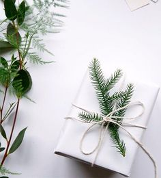 A complete guide on how to have your own Scandinavian Christmas, with beautiful inspiration, great tips and amazing DIY's. A minimalist Christmas decor, guide to Scandinavian Christmas design, Scandinavian DIYs Days Until Christmas, Noel Christmas, Winter Christmas, All Things Christmas, Christmas Crafts, Christmas Decorations, Cheap Christmas, Christmas Design, Christmas Mantles
