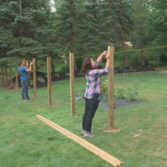 How to Build a Fence: DIY Wood Privacy Fence Plans Use a String Run Across the Fence Posts to Mark t Wood Fence Post, Wood Privacy Fence, Farm Fence, Fence Panels, Wood Fence Gates, Rustic Fence, Wooden Fences, Privacy Fence Designs, Country Fences