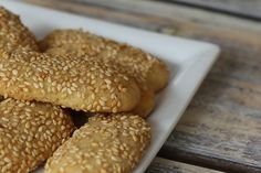 These easy sesame seed cookies are made with butter, vanilla, and toasted sesame seeds. The sesame seed cookies are rolled in more sesame seeds. Sesame Seed Cookies Recipe, Italian Sesame Seed Cookies, Sesame Cookies, Italian Cookies, Sugar Cookies Recipe, Peanut Butter Cookies, Cookie Recipes, Dessert Recipes, Yummy Cookies