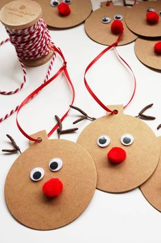 Gift Tags - Easy Christmas Craft These Rudolph Gift Tags are a fun and easy project to make your gift wrapping extra special!These Rudolph Gift Tags are a fun and easy project to make your gift wrapping extra special! Christmas Craft Projects, Preschool Christmas, Christmas Decorations To Make, Holiday Crafts, Fun Projects, Santa Crafts, Easy Kids Christmas Crafts, Tree Decorations, Christmas Makes To Sell