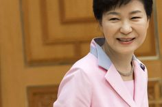 South Korea's President Park Geun-hye's approval rating has dropped to 33 percent during the MERS outbreak.