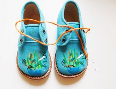 ~EFVVA-handbeschilderde kinderschoenen~ Oh my, I just can't take the sweetness of these shoes.  Zion NEEDS these!  NEEDS THEM!
