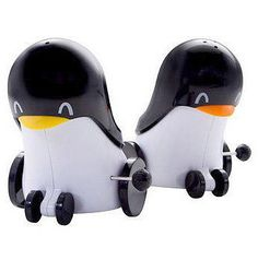 These wind-up penguin salt and pepper shakers will roll a little fun into your kitchen - just wind them up and watch them go! Large enough to hold the right amount of your favorite spices, these littl