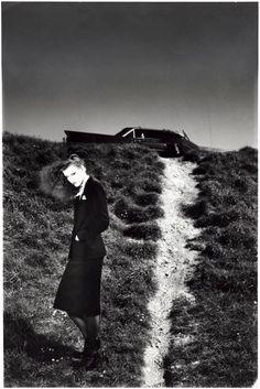 Photography by Guy Bourdin Edward Weston, Edward Hopper, Guy Bourdin, Man Ray, Lindbergh, Magritte, Vintage Fashion Photography, Art Photography, Black White