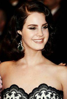 Maquillaje y peinado de Lana del rey Cannes 2013