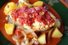 Peixe assado no forno do Tozinho (4 pessoas) http://grafe-e-faca.com/pt/receitas/do-mar/peixe/peixe-assado-forno-tozinho-4-pessoas/