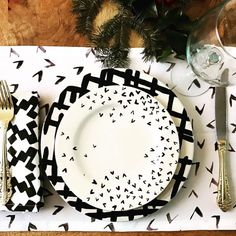 Fresh dinner place setting by @poppet_official #pattern #placesetting #blackandwhite #unique #art #abstract #instagood #instaart #design #decor #accessories