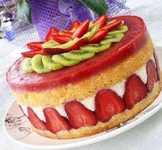 Görüntüsüyle ve tadıyla bu enfes çilekli pastadan yapmak için tariften faydalanabilirsiniz.